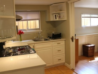 FANTASTIC LOCATION- FURNISHED SUITE 15 MINUTES DOWNTOWN VANCOUVER