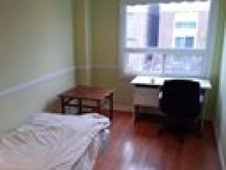Steeles/Dufferin PRIVATE room $750 for 1 MALE working NON SMOKER 647-779-6347